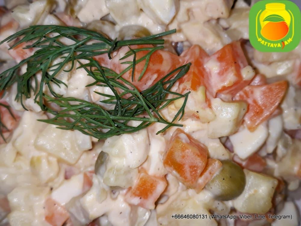 Салат оливье, с курицей.