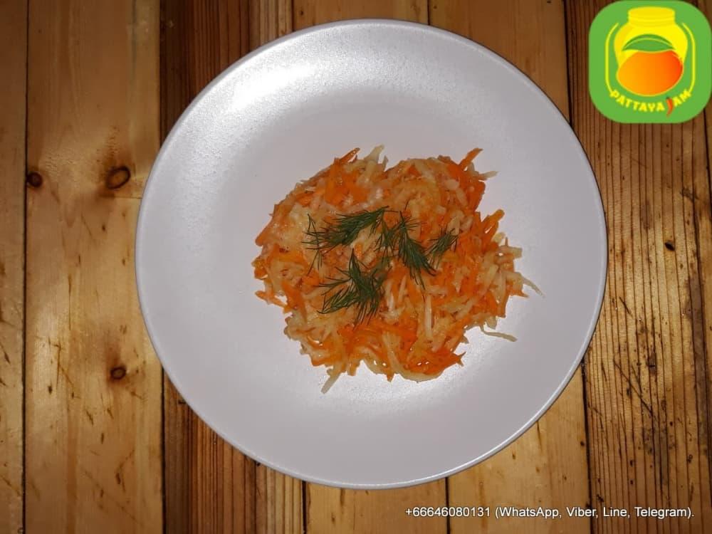Салат из редьки дайкон с морковью.