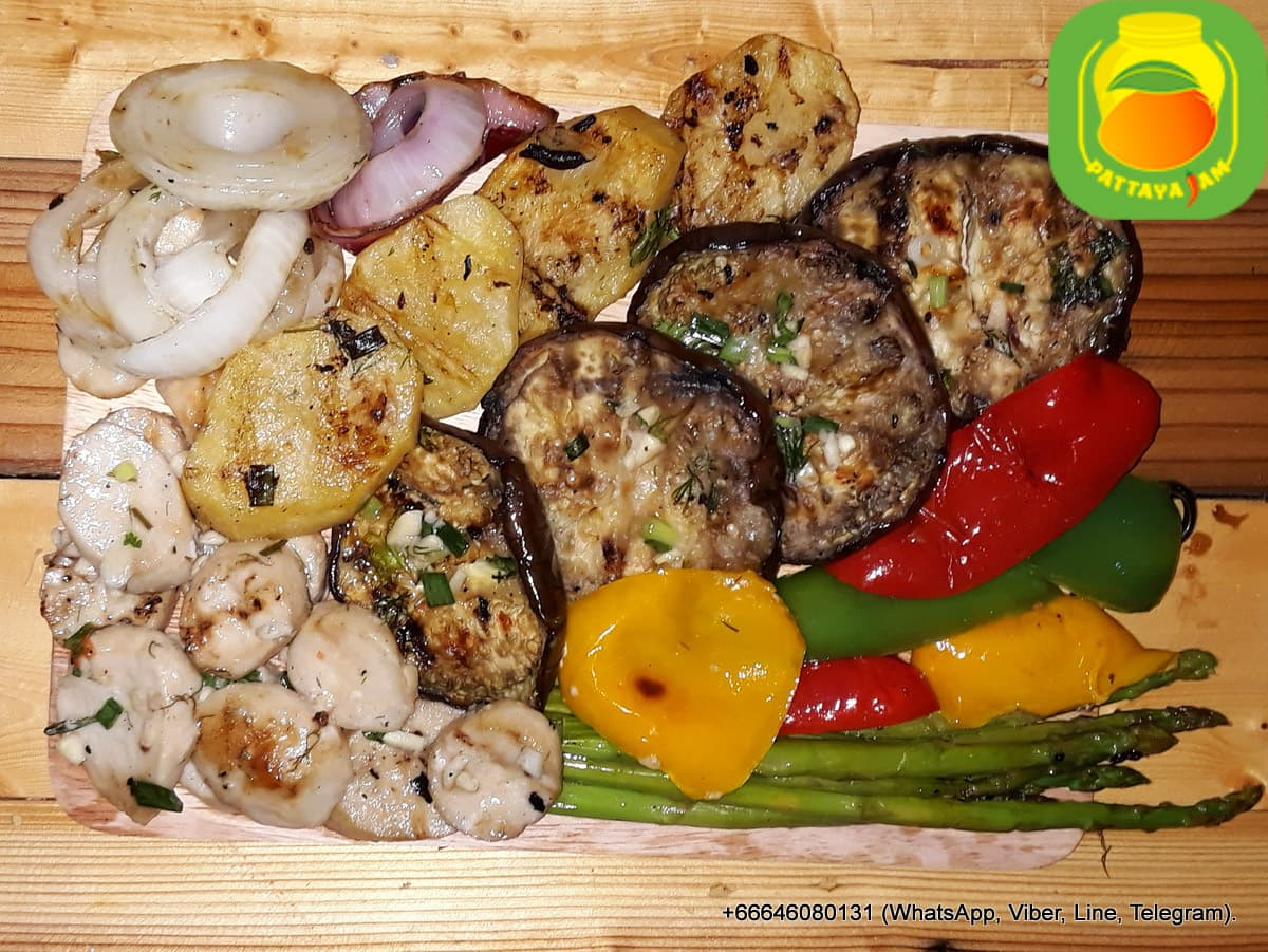 BBQ овощи, свежие приготовленные на гриле, ассорти.