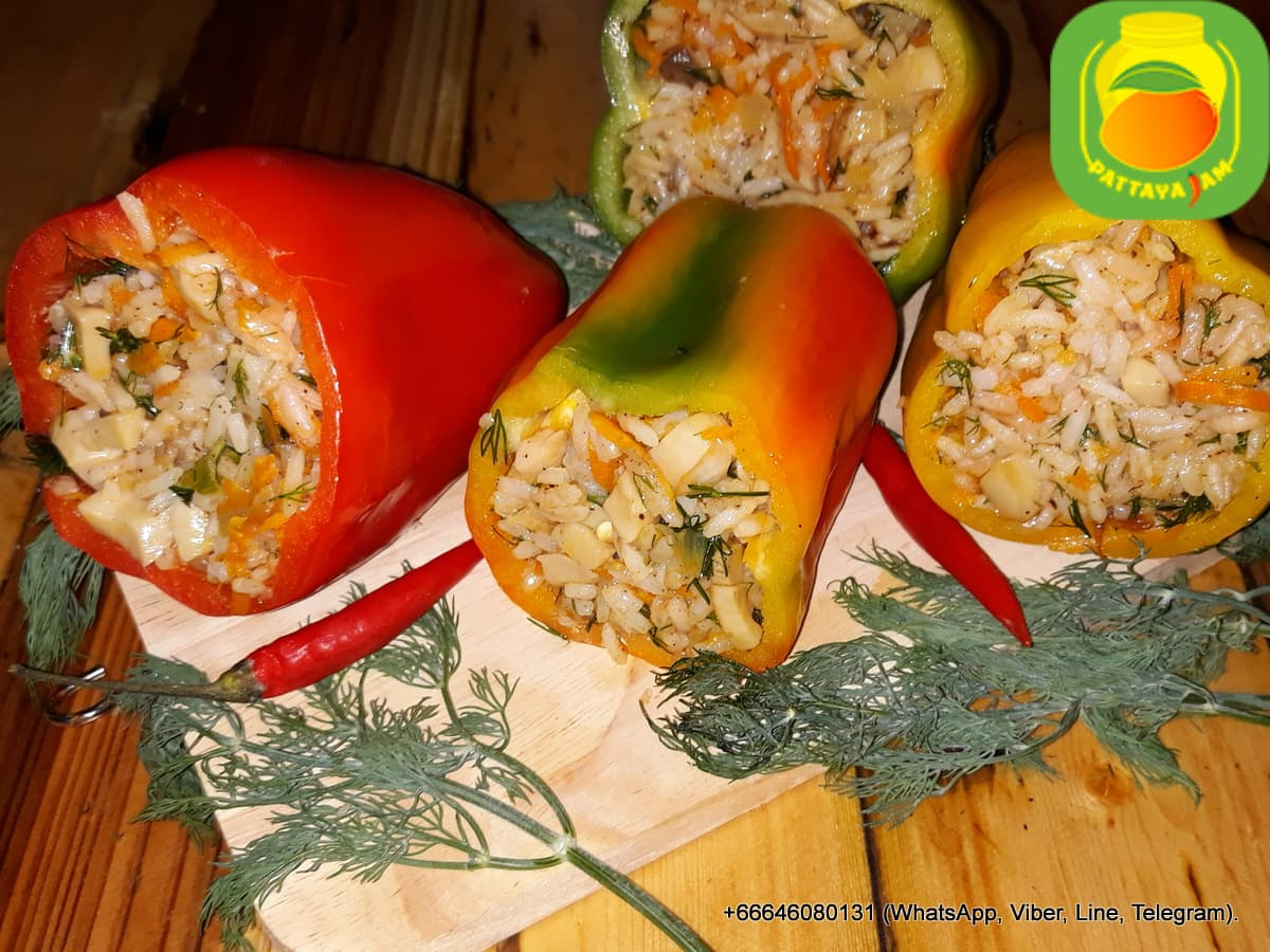 Замороженный перец, фаршированный овощами, рисом и грибами, без мяса.