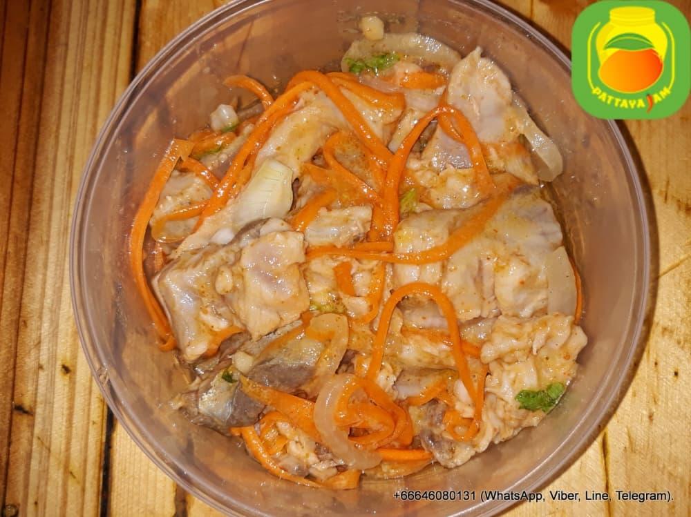 Хе из морской рыбы с морковью, по корейски.